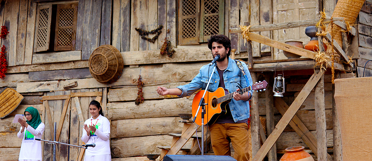 Aga Ali Safi-u-Din performs on Shirin